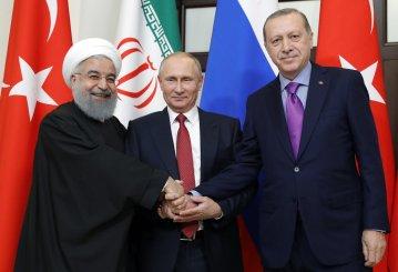 O presidente russo, Vladimir Putin (C), o presidente turco, Ricep Tayyip Erdogan (D) e o presidente iraniano, Hassan Rouhani (E), posam durante a reunião sobre a Síria em Sochi, na Rússia, na quarta-feira. Crédito: Mikhail Metzel/ Agence França-Presse / Getty Images/ WSJ.