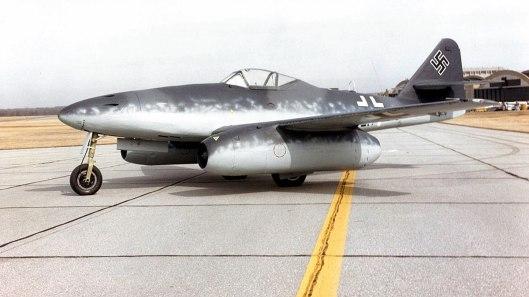 O Messerschmitt Me 262, primeiro avião de caça a jato, produzido pelos Nazistas. Crédito: wikipedia.
