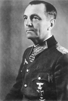 General das tropas blindadas Friedrich Paulus, comandante em chefe do 6º Exército fascista alemão, que foi destruído no final de janeiro de 1943 em Stalingrado. Crédito: ADN-ZB/Archiv