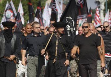 Nacionalistas húngaros protestam. Crédito: BBC.