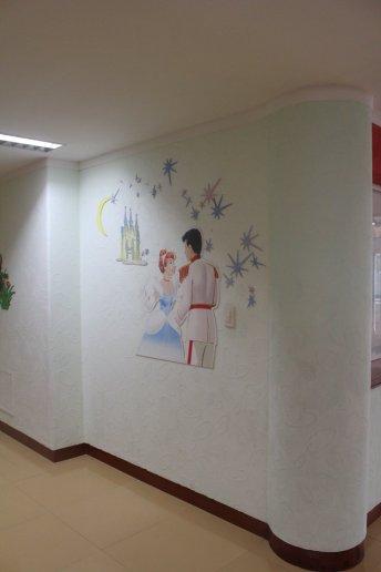 Parede do Hospital Infantil de Okryu com personagens da Disney. Crédito: Lucas Rubio.