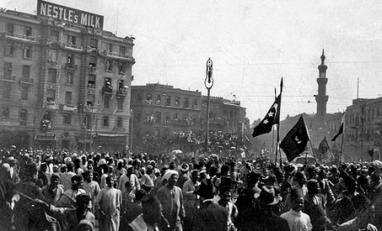 Manifestação anti britânica no Egito, durante a Revolução de 1919. Crédito: seungmoon.weebly.com