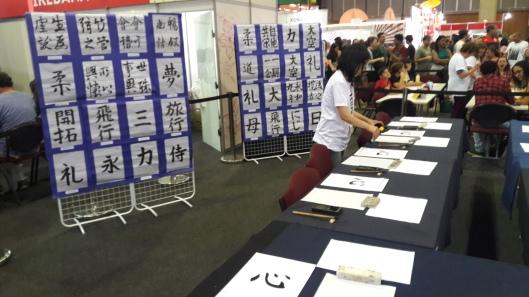 Oficina de Shodo - caligrafia japonesa. Crédito: Revista Intertelas