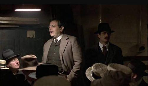 Paul Sorvino interpreta Louis Fraina um dos fundadores do Partido Comunista dos EUA em Reds (1981). Crédito: IMDb.