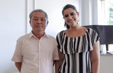 Myong Chol (D) e a editora da Revista Intertelas Alessandra S. Brites. Crédito: Mariana S. Brites/Revista Intertelas.