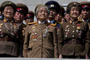 Veteranas do Exército Popular da Coreia que lutaram contra a invasão americana em 1950-1953. Crédito: Facebook Lucas Rubio.