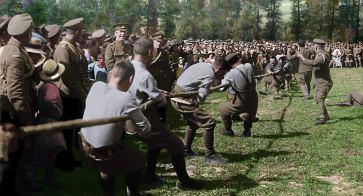 """Imagens reais da guerra exibidas no documentário """"Eles não envelhecerão"""" (2018). Crédito: Warner Bros/IMDb."""