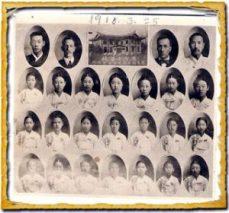 Aula de Graduação 1918, Escola de Sunhyeon. Kwon – 3ª abaixo, à esquerda. Crédito: jeonghyeju/Shells, Tales and Sails.