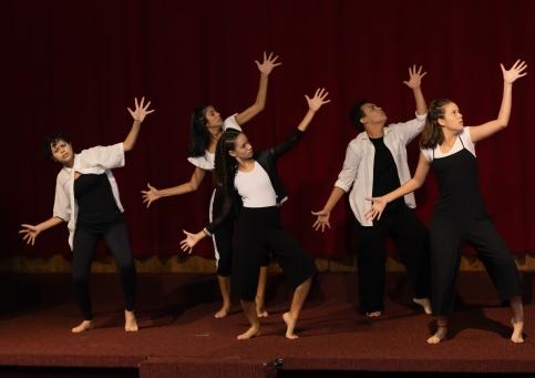 O grupo de dança da Escola Técnica Estadual Adolpho Bloch - ETEAB/FAETEC fez uma apresentação especial aos sobreviventes. Crédito: Mariana S. Brites / Revista Intertelas.
