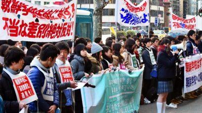 Um dos protestos semanais, realizado todas as sextas-feiras, contra a repressão do governo japonês às escolas coreanas, em 18 de janeiro de 2019. Crédito: Derek Ford/21cir.com
