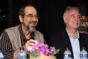 Os escritores brasileiros Adriano Espínola (esq.) e Godofredo dde Oliveira Neto (dir.). Crédito: Mariana S. Brites/Revista Intertelas.