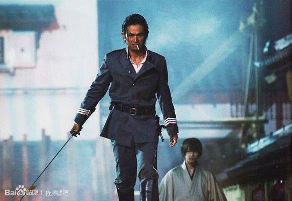 O ator Yosuke Eguchi vive Hajime Saito na adaptação de Samurai X. Crédito: Bianca Rezende/Pinterest.