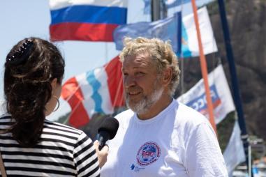 O jornalista e escritor, tendo participado já de várias expedições Aleksei Dekelbaum. Crédito: Mariana S. Brites/Revista Intertelas.