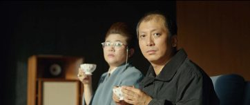 A governanta Moon Gwang (esq.) interpretada pela grande atriz Lee Jung Eun será o personagem a promover uma reviravolta radical no andamento da narrativa, trazendo resultados inesperados. Crédito: IMDb.