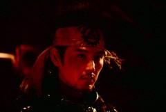 Cena do filme 蟹工船 (Kanikosen), versão de 2009, baseado no livro de Takiji Kobayashi e dirigido por Hiroyuki Tanaka (SABU). Crédito: Asian Wiki.